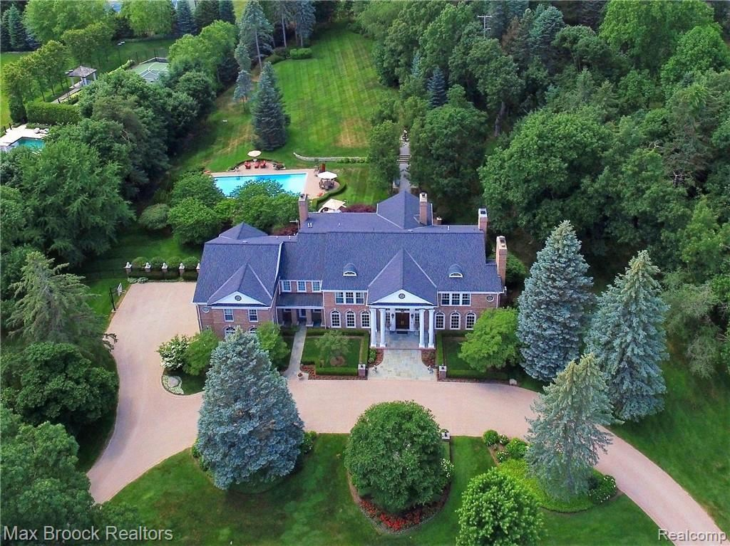 Photo for 1115 COUNTRY CLUB RD, Bloomfield Hills, MI 48304-2605 (MLS # 21578255)