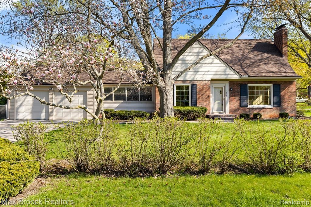 Photo for 16020 BEVERLY RD, Beverly Hills, MI 48025-4259 (MLS # 40165255)