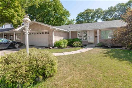 Photo of 1317 Blairmoor Ct, Grosse Pointe Woods, MI 48236 (MLS # 50022257)