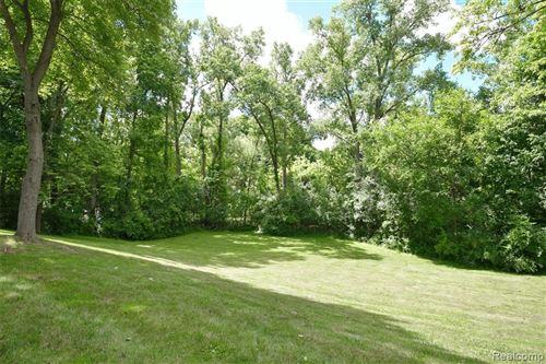 Tiny photo for 926 ROCKAWAY CRT S, Bloomfield Township, MI 48304-2525 (MLS # 40191262)