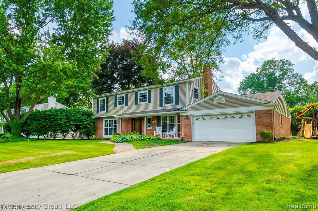 Photo for 31153 W CHELTON DR, Beverly Hills, MI 48025-5146 (MLS # 40111268)
