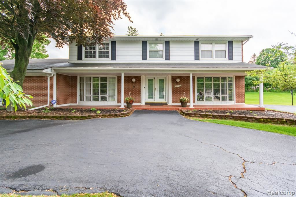Photo for 21727 RIVERVIEW DR, Beverly Hills, MI 48025-4868 (MLS # 40178269)