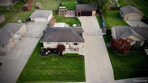 Photo of 13658 BERNICE AVE, Warren, MI 48089-1460 (MLS # 40201271)