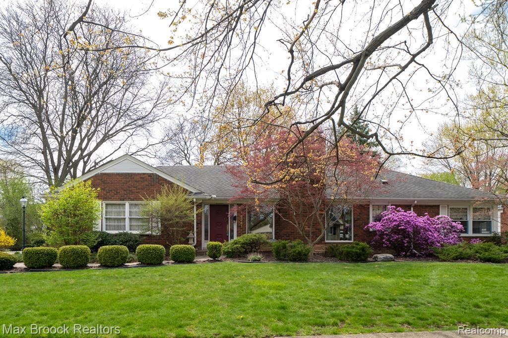 Photo for 16241 LOCHERBIE AVE, Beverly Hills, MI 48025-4209 (MLS # 40165272)