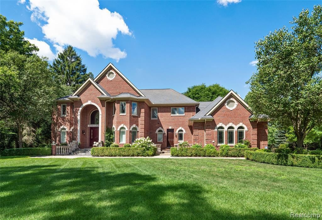 Photo for 6700 COLBY LN, Bloomfield Hills, MI 48301-2947 (MLS # 40145277)