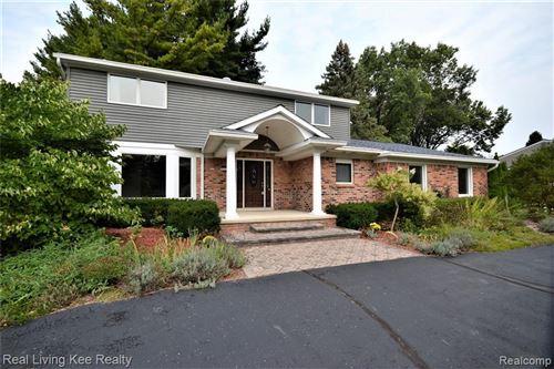 Photo of 3786 QUARTON RD, Bloomfield Hills, MI 48302-4037 (MLS # 40235279)