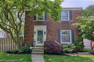 Photo of 1681 HOLLYWOOD AVE, Grosse Pointe Woods, MI 48236-1311 (MLS # 21643284)