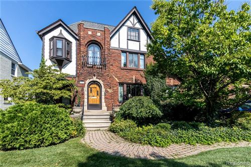 Photo of 922 LINCOLN RD, Grosse Pointe, MI 48230 (MLS # 40217284)
