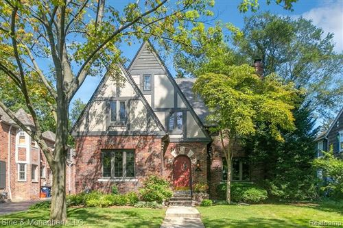 Photo of 466 LINCOLN RD, Grosse Pointe, MI 48230-1609 (MLS # 40224294)