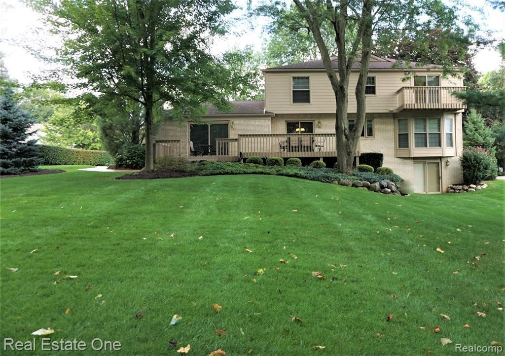 Photo of 1123 HICKORY HILL DR, Rochester Hills, MI 48309-1706 (MLS # 40006302)