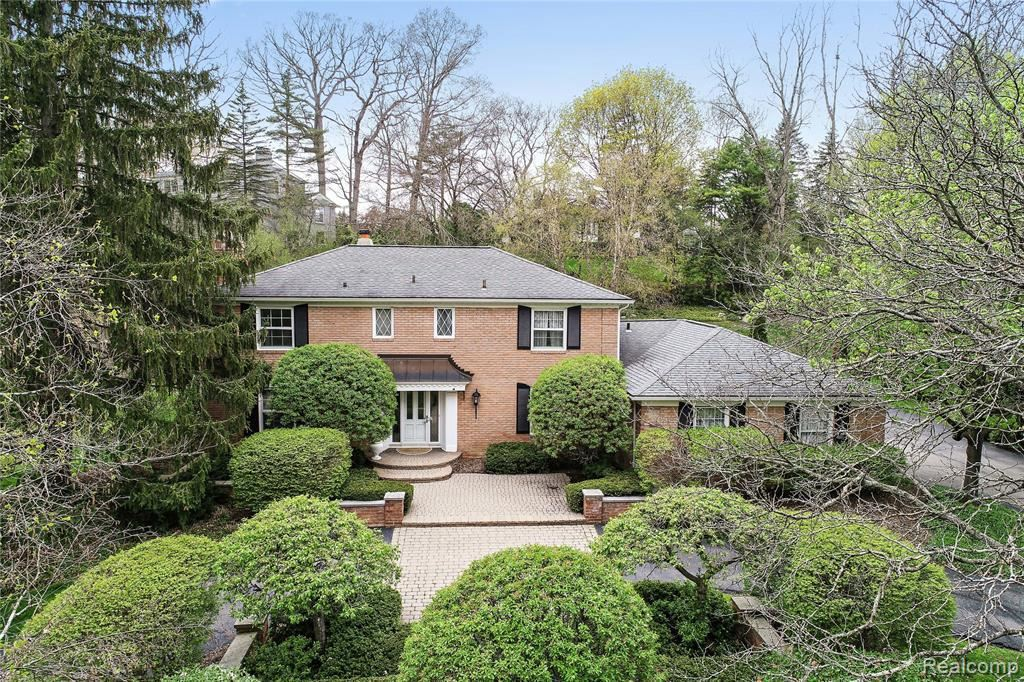 Photo for 4538 ARDMORE DR, Bloomfield Township, MI 48302-2107 (MLS # 40066302)
