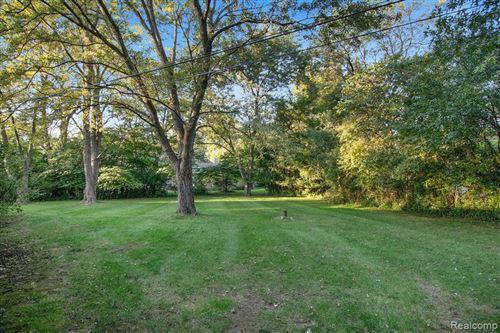 Tiny photo for 4455 CHARING CROSS RD, Bloomfield Hills, MI 48304-3111 (MLS # 40242312)
