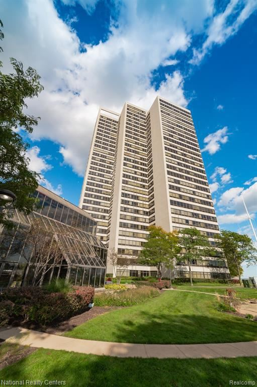 Photo for 300 RIVERFRONT DR, Detroit, MI 48226-4508 (MLS # 40112313)