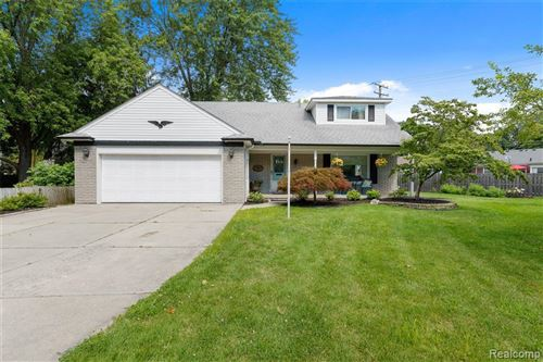 Photo of 20731 LEE CRT, Grosse Pointe Woods, MI 48236- (MLS # 40097322)