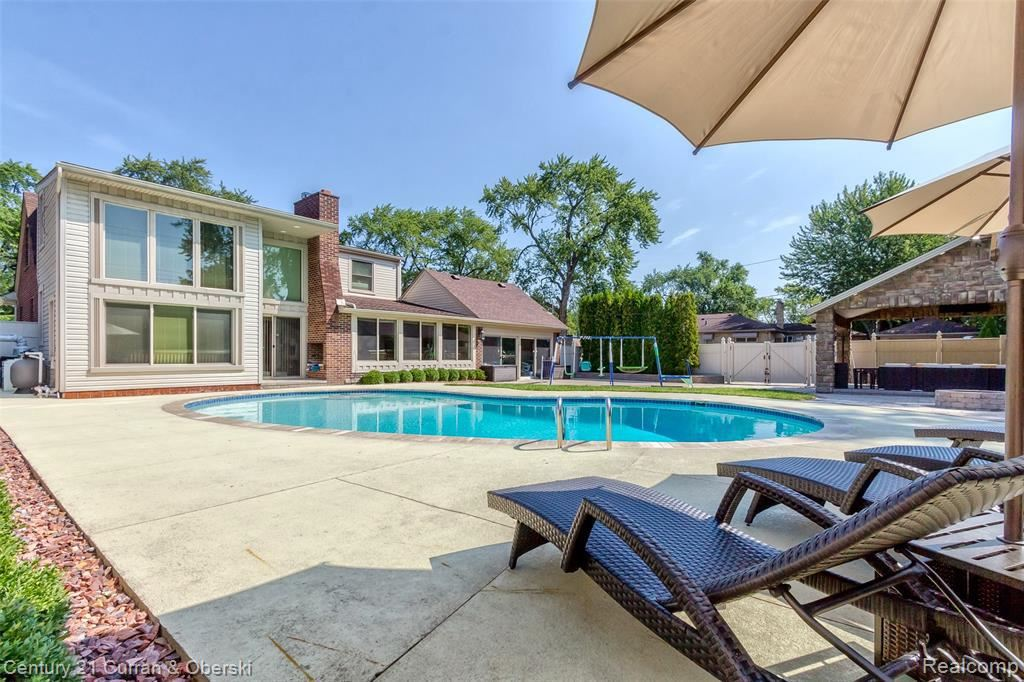 24721 ROUGE RIVER DR, Dearborn Heights, MI 48127-1726 - MLS#: 40096323