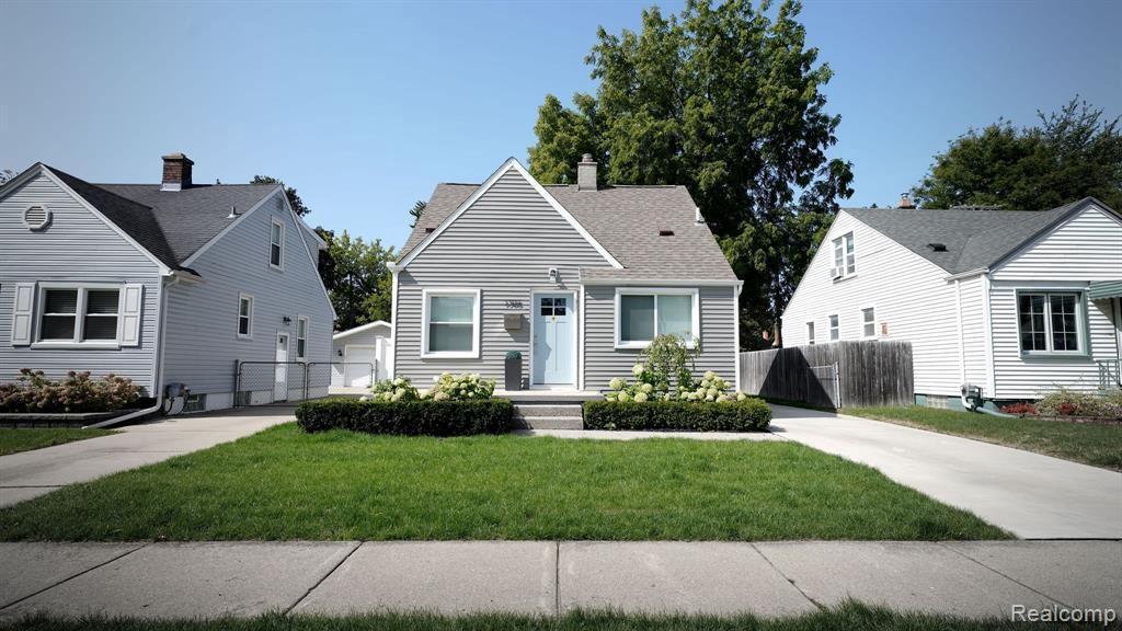 Photo for 1705 N ALTADENA AVE, Royal Oak, MI 48067-3673 (MLS # 40114329)