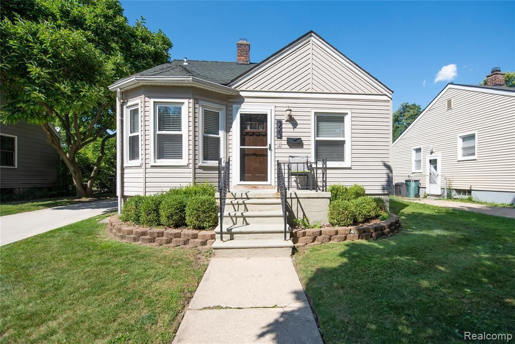 Photo for 323 COLLEGE ST, Ferndale, MI 48220-2850 (MLS # 40099330)
