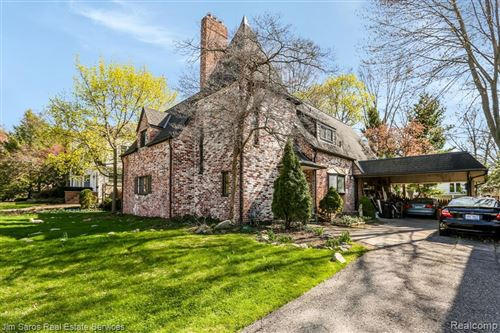Photo of 271 HILLCREST AVE, Grosse Pointe Farms, MI 48236-3122 (MLS # 40163331)
