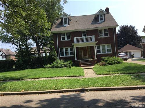 Photo of 570 LODGE DR, Detroit, MI 48214-2970 (MLS # 40203339)