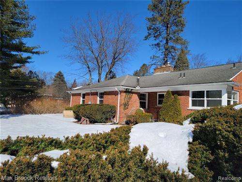 Photo of 5400 LONGMEADOW RD, Bloomfield Hills, MI 48304-3662 (MLS # 40149340)