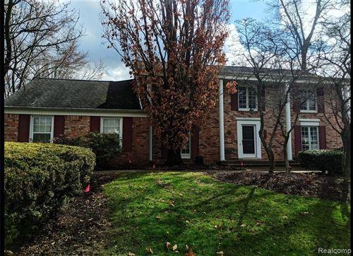 Photo of 4237 ANTIQUE LN, Bloomfield Township, MI 48302-1805 (MLS # 40042349)