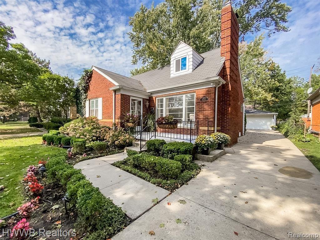 Photo for 3006 BEMBRIDGE RD, Royal Oak, MI 48073-2991 (MLS # 40245368)