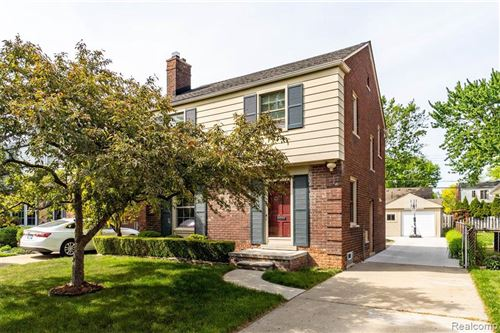 Photo of 2008 COUNTRY CLUB DR, Grosse Pointe Woods, MI 48236-1604 (MLS # 40178370)