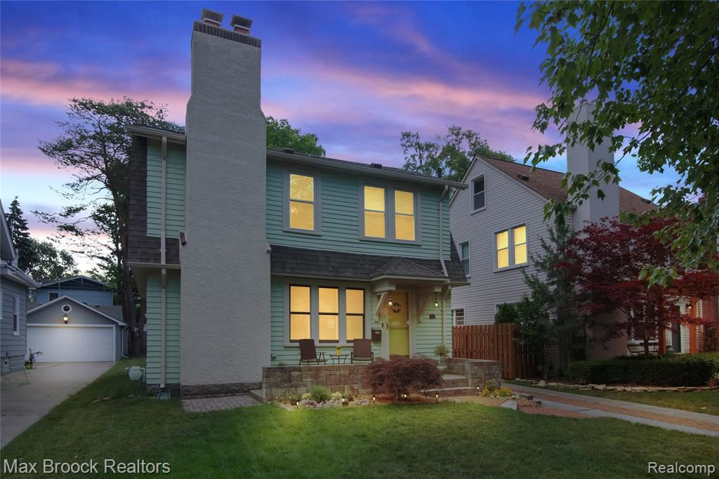 Photo for 913 IRVING AVE, Royal Oak, MI 48067-3396 (MLS # 40071370)