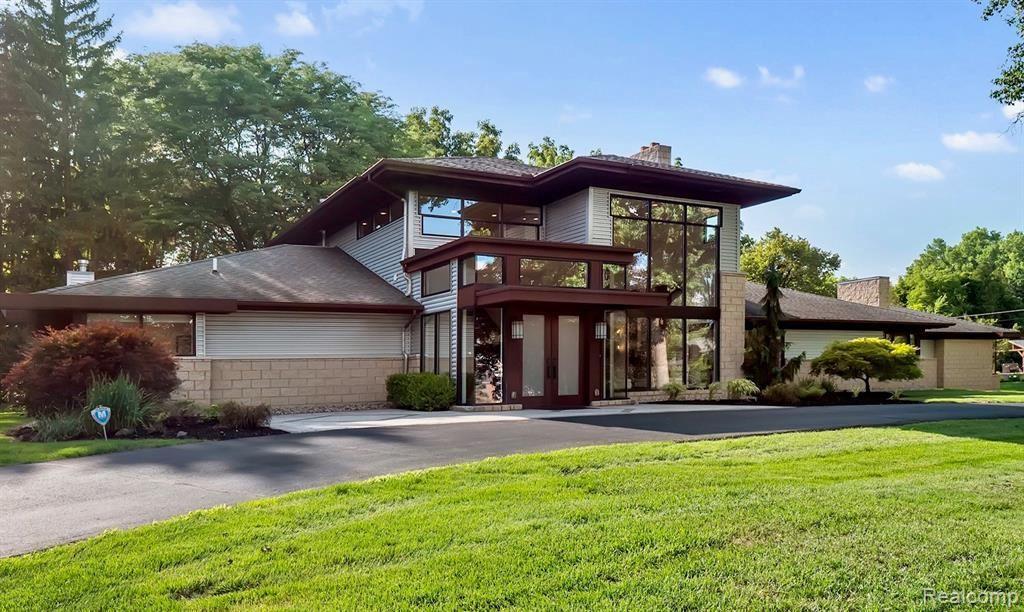 Photo for 7106 OLD MILL RD, Bloomfield Hills, MI 48301-3932 (MLS # 40113372)
