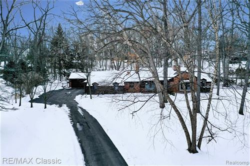 Photo of 3900 LAKELAND LN, Bloomfield Hills, MI 48302-1329 (MLS # 40134374)
