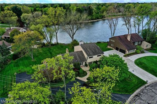 Photo of 3935 SHELLMARR LN, Bloomfield Hills, MI 48302-4056 (MLS # 40170375)