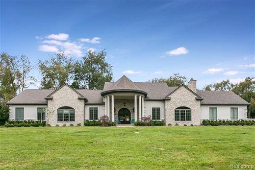 Photo of 6330 HILLS DR, Bloomfield Hills, MI 48301-1933 (MLS # 40135376)