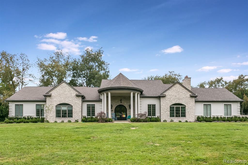 Photo for 6330 HILLS DR, Bloomfield Hills, MI 48301-1933 (MLS # 40135376)