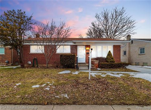 Photo of 22907 MASONIC BLVD, Saint Clair Shores, MI 48082-1305 (MLS # 40017382)