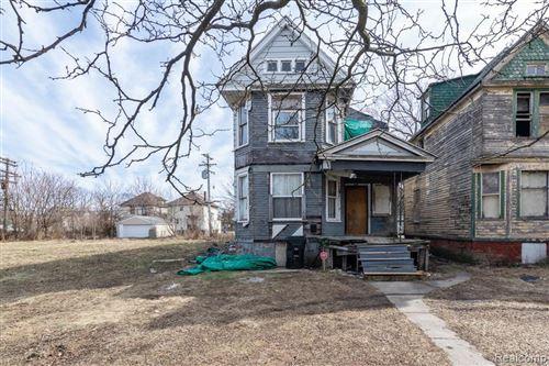 Photo of 420 MOUNT VERNON ST, Detroit, MI 48202-2522 (MLS # 40034393)