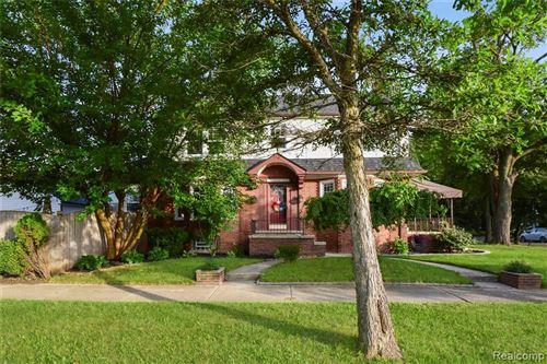 Photo of 1452 BISHOP RD, Grosse Pointe Park, MI 48230-1148 (MLS # 40213393)