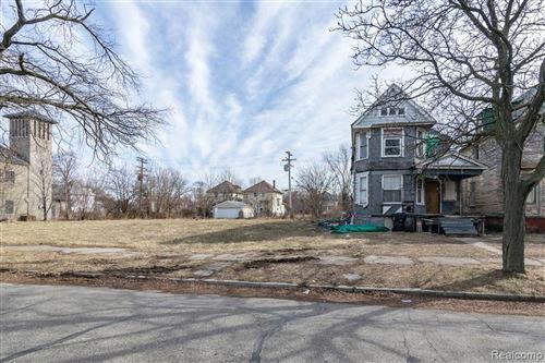 Photo of 438 MT VERNON, Detroit, MI 48202- (MLS # 40034396)
