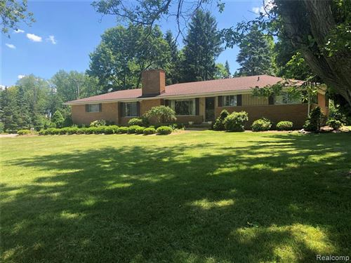 Photo of 1561 SODON LAKE DR, Bloomfield Hills, MI 48302-2361 (MLS # 40041396)