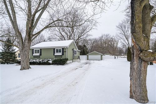 Photo of 3272 GRANT RD, Rochester Hills, MI 48309-4111 (MLS # 40145404)