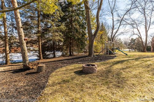 Tiny photo for 4215 ANTIQUE LN, Bloomfield Township, MI 48302-1805 (MLS # 40152406)