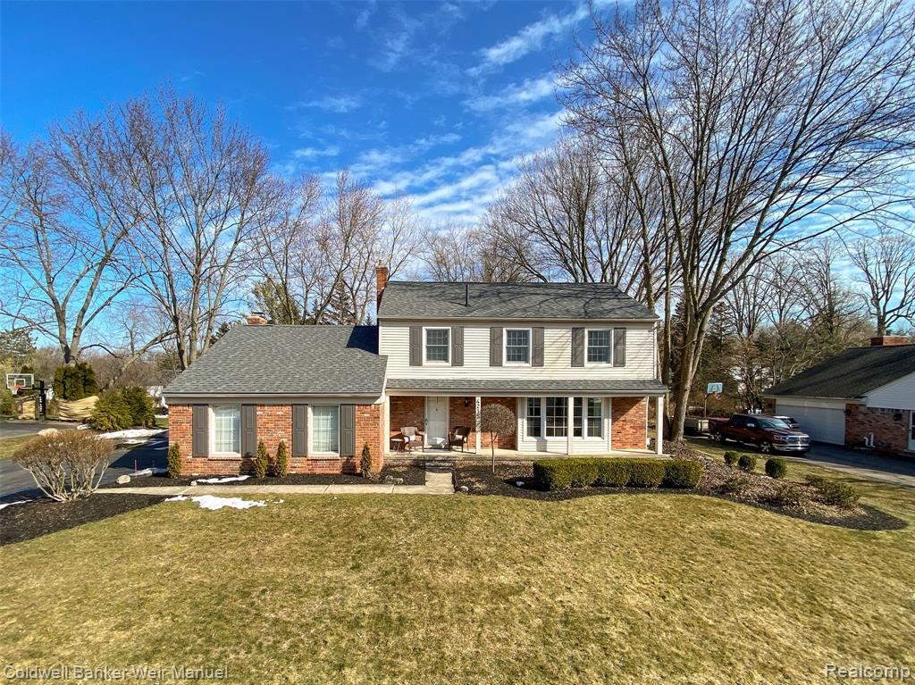 Photo for 4215 ANTIQUE LN, Bloomfield Township, MI 48302-1805 (MLS # 40152406)