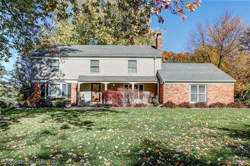 Photo of 1620 CIDER MILL RD, Bloomfield Hills, MI 48302-1820 (MLS # 40132408)