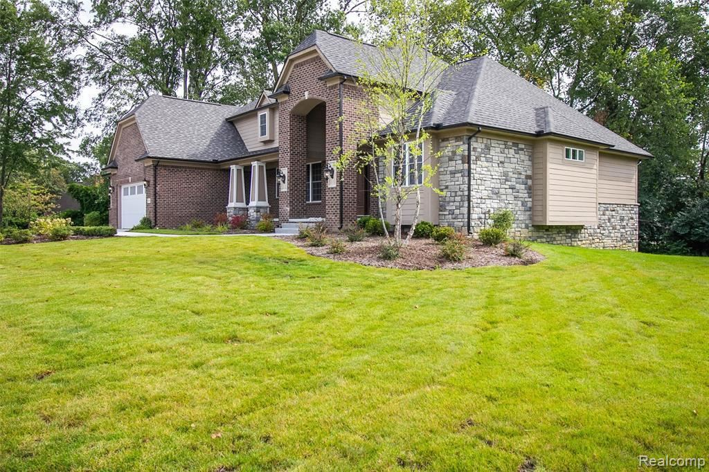 Photo for 32825 CRIMSON CROSSING CRT, Beverly Hills, MI 48025-6100 (MLS # 30775415)