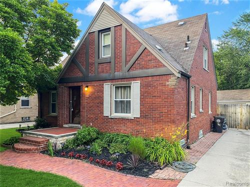 Photo of 488 BOURNEMOUTH RD, Grosse Pointe Farms, MI 48236-2827 (MLS # 40067422)