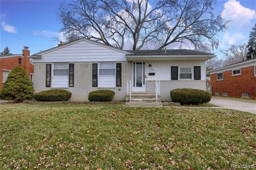 Photo of 6126 CAMBOURNE RD, Dearborn Heights, MI 48127-3917 (MLS # 40017431)