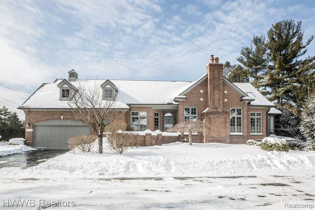 Photo for 4051 CRANBROOK CRT, Bloomfield Hills, MI 48301-1704 (MLS # 40147431)