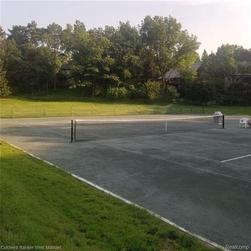 Tiny photo for 4783 W WICKFORD, Bloomfield Township, MI 48302-2382 (MLS # 40239432)