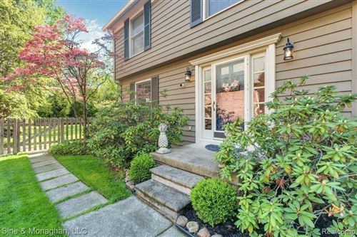Photo of 194 LAKEVIEW AVE, Grosse Pointe Farms, MI 48236-2907 (MLS # 40190438)