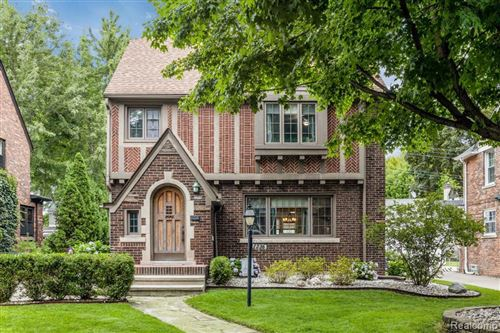 Photo of 1336 BISHOP RD, Grosse Pointe Park, MI 48230-1146 (MLS # 40102443)