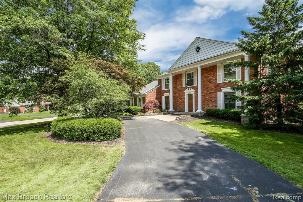 Photo for 4121 ANTIQUE LN, Bloomfield Township, MI 48302-1803 (MLS # 40072450)